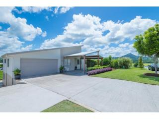 View profile: Modern, young & stylish in Eumundi