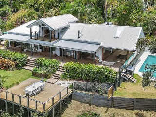 View profile: UNDER CONTRACT - Sensational Lifestyle Living in Privacy