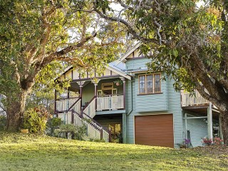 View profile: Gorgeous Queenslander With Mountain Views